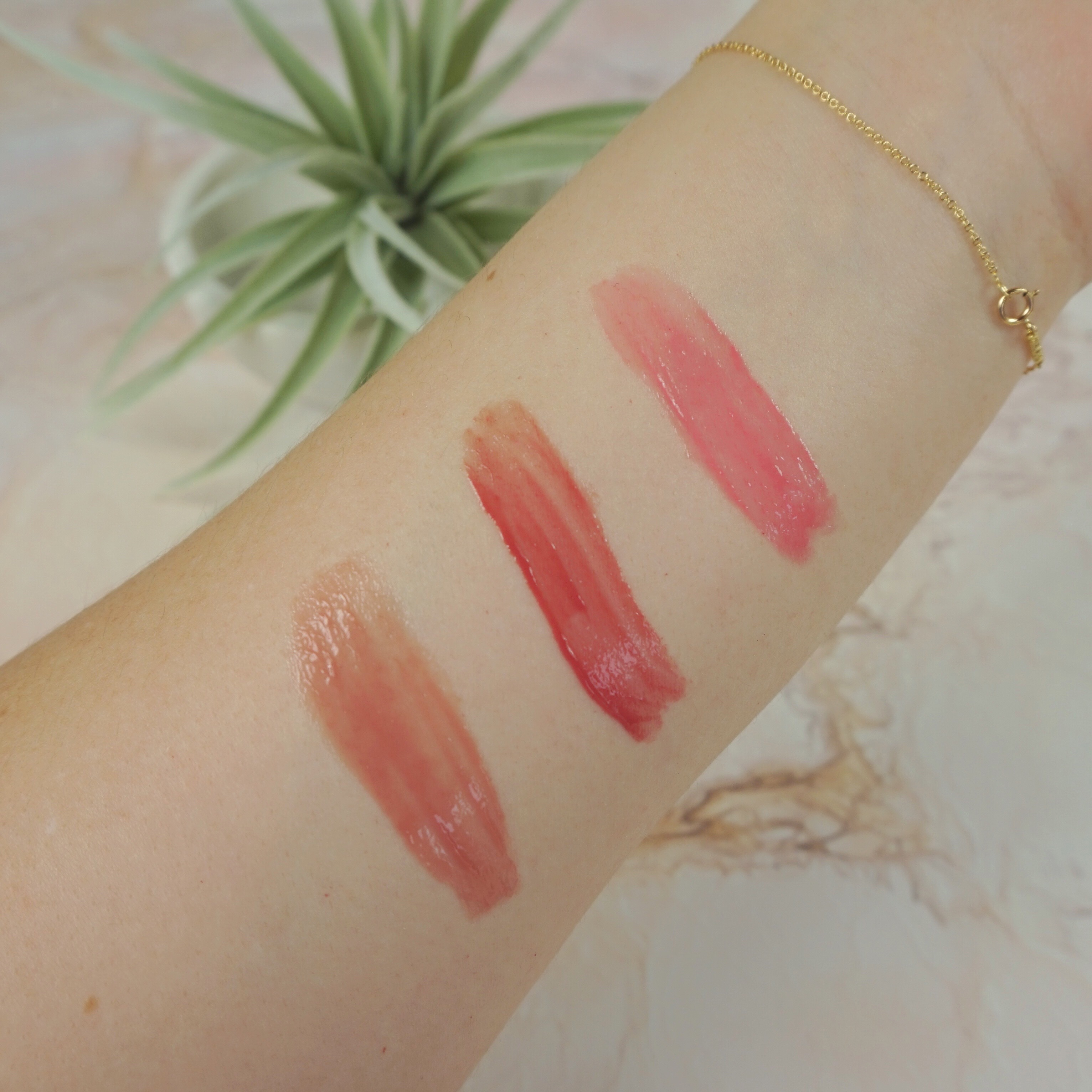 crunchi lipgloss swatches